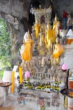 Many, many Buddhas...